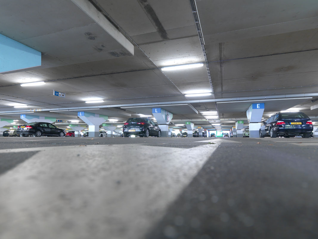 led verlichting in parkeergarage a